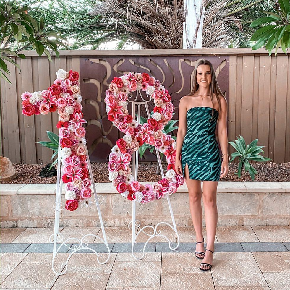 Floral 18 available to hire for 18th Birthday in Perth. Flower wall numbers.